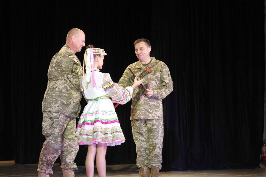 «Слава воїнам АТО»: в Покровске (Красноармейске) поздравили военнослужащих, фото-29
