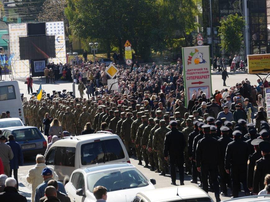 Тисячі тернополян прийшли на відкриття пам'ятника Героям Небесної Сотні (ФОТОРЕПОРТАЖ), фото-9