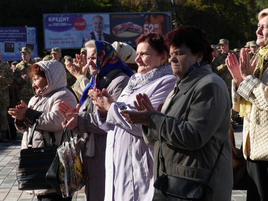 Тисячі тернополян прийшли на відкриття пам'ятника Героям Небесної Сотні (ФОТОРЕПОРТАЖ), фото-23