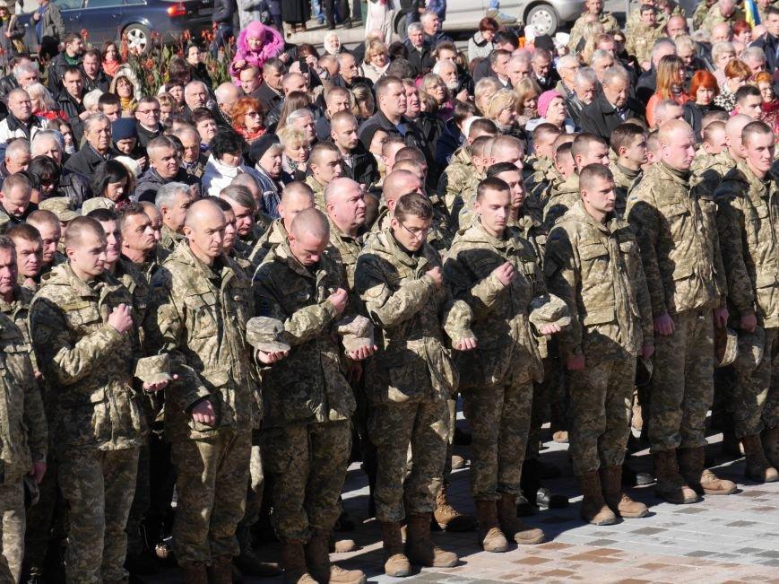 Тисячі тернополян прийшли на відкриття пам'ятника Героям Небесної Сотні (ФОТОРЕПОРТАЖ), фото-18