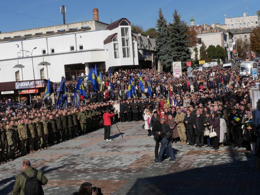 Тисячі тернополян прийшли на відкриття пам'ятника Героям Небесної Сотні (ФОТОРЕПОРТАЖ), фото-17