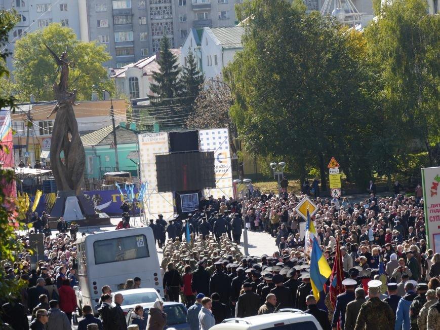 Тисячі тернополян прийшли на відкриття пам'ятника Героям Небесної Сотні (ФОТОРЕПОРТАЖ), фото-10