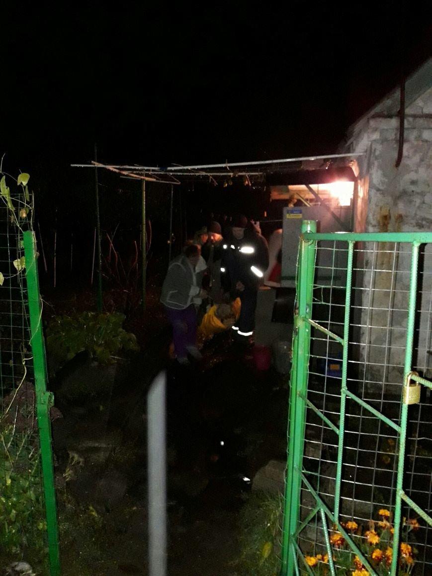 В Каменском застрявшую в грязи скорую пришлось доставать спасателям, фото-3
