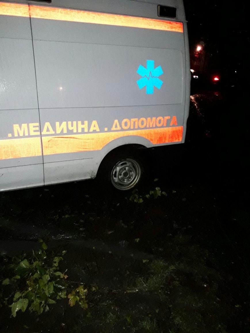 В Каменском застрявшую в грязи скорую пришлось доставать спасателям, фото-4