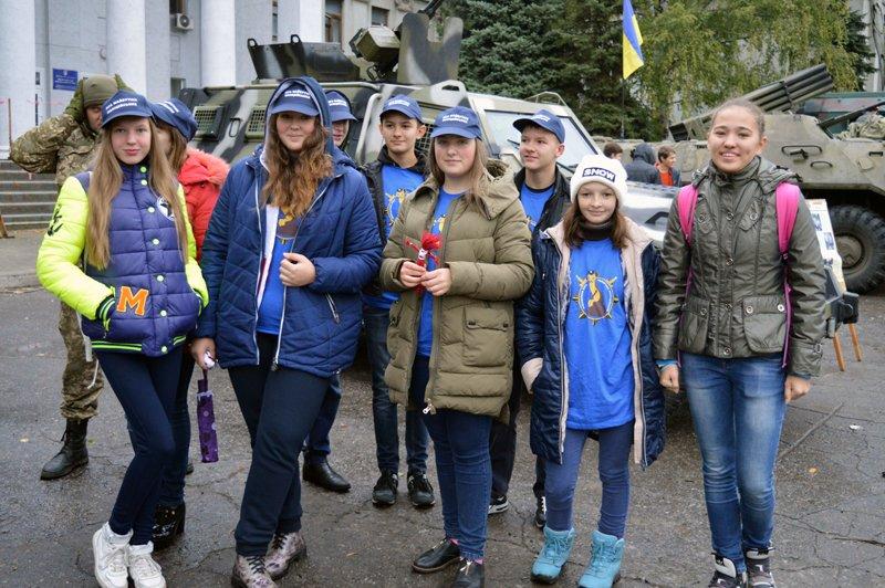 Як юні патріоти в Покровську (Красноармійську), Селидовому та Новогродівці захисників поздоровляли, фото-6