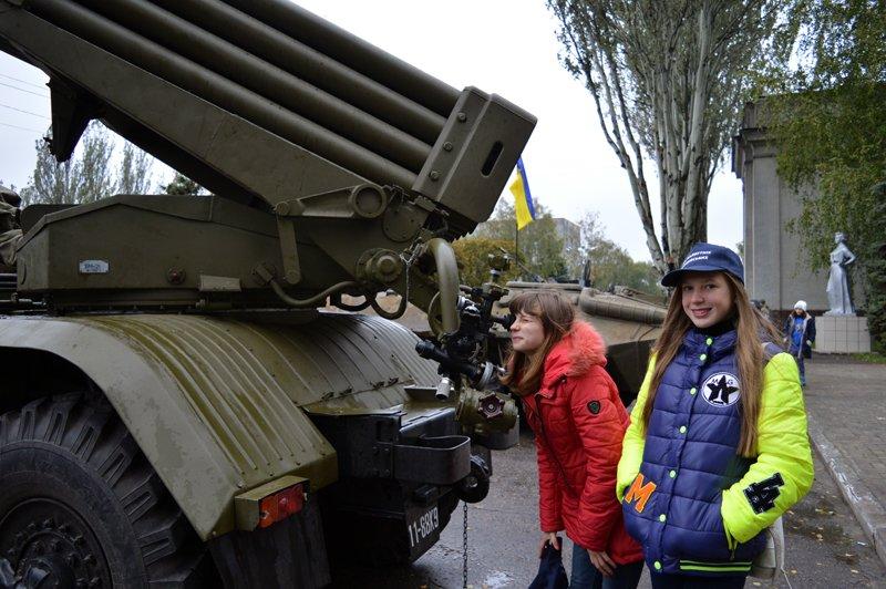 Як юні патріоти в Покровську (Красноармійську), Селидовому та Новогродівці захисників поздоровляли, фото-5