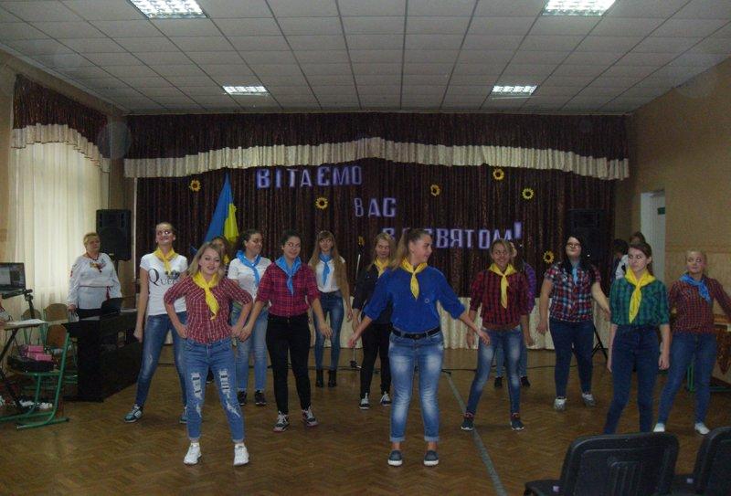 Як юні патріоти в Покровську (Красноармійську), Селидовому та Новогродівці захисників поздоровляли, фото-3