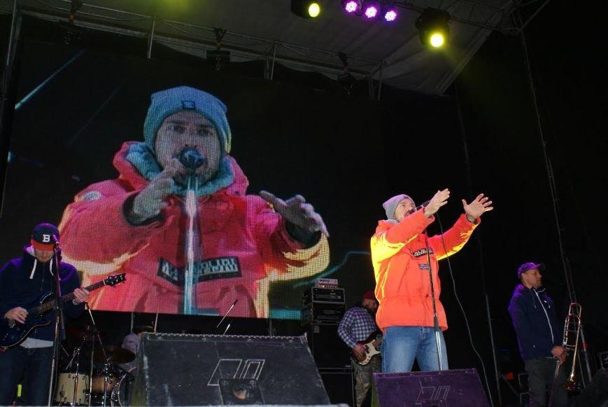 Праздничный концерт и грандиозный фейерверк состоялись в Каменском, фото-4
