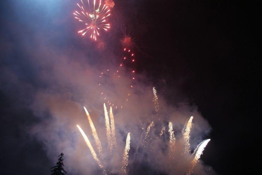 Праздничный концерт и грандиозный фейерверк состоялись в Каменском, фото-7