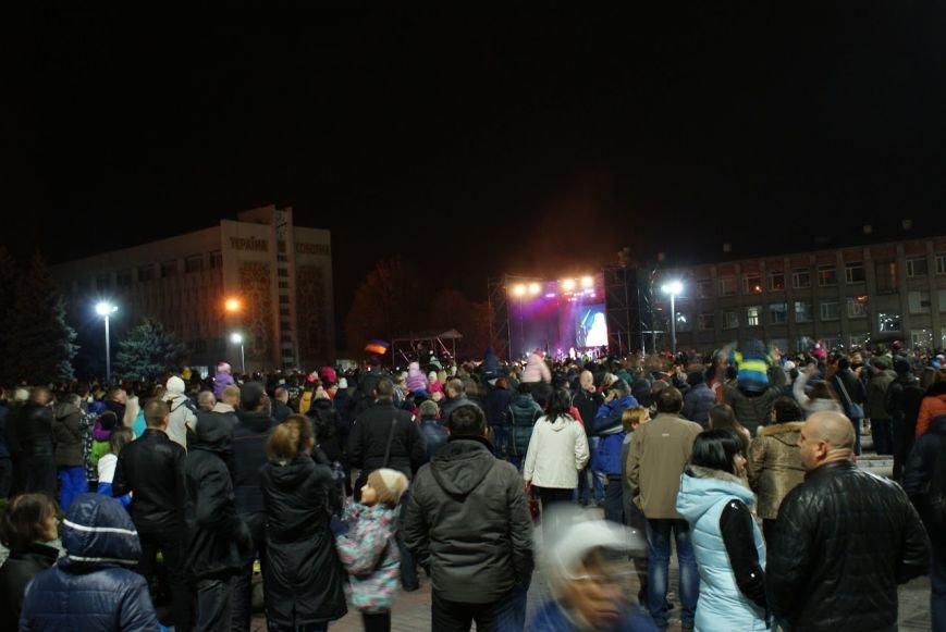 Праздничный концерт и грандиозный фейерверк состоялись в Каменском, фото-5