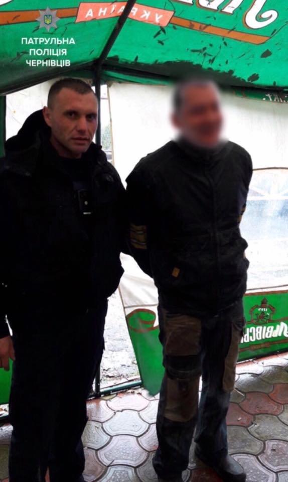 В Чернівцях нетверезий чоловік на кинувся на патрульного, фото-1