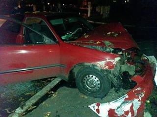 Нетвереза дівчина за кермом автомобіля збила людину і влетіла у дерево (ФОТО), фото-2
