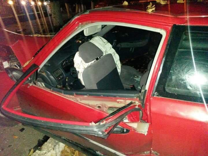 Нетвереза дівчина за кермом автомобіля збила людину і влетіла у дерево (ФОТО), фото-3