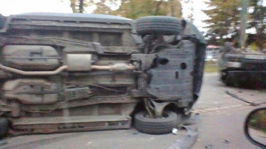 На ХТЗ перевернулись два автомобиля: есть пострадавшие (ФОТО), фото-2