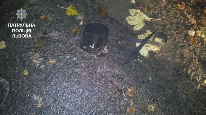 Двоє невідомих у Винниках вчинили розбійний напад на перехожого і відібрали у нього сумку із грошима, фото-1