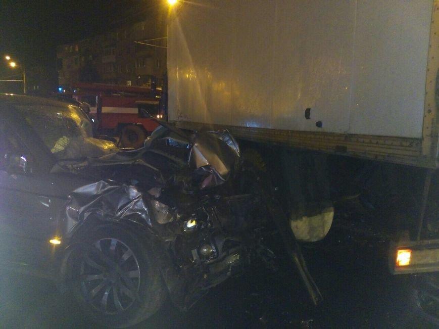 ДТП в Днепре: столкнулись легковушка и грузовик (ФОТО), фото-1