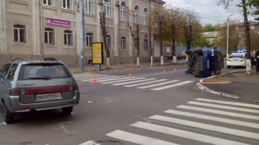 "ДТП в Кропивницком: ""ВАЗ"" перевернул микроавтобус (ФОТО), фото-2"
