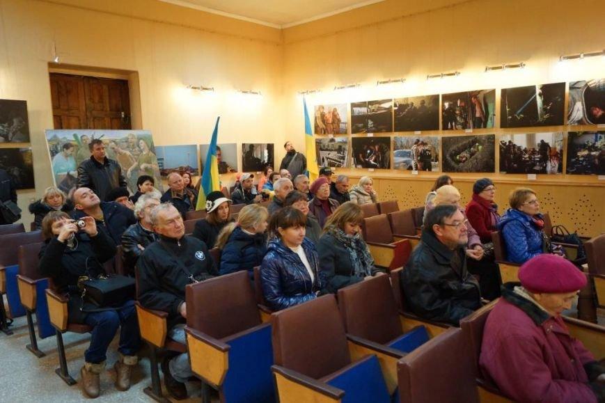 В Бахмуте открылась фотовыставка о событиях в Иловайске, фото-2