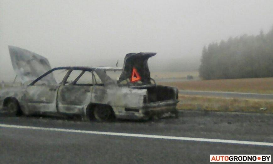 Очередной автопожар: под Гродно после горения от Ауди 100 остались шины и груда металла, фото-3