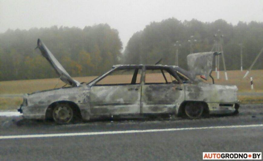 Очередной автопожар: под Гродно после горения от Ауди 100 остались шины и груда металла, фото-1