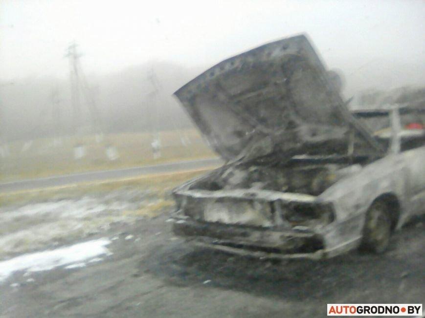 Очередной автопожар: под Гродно после горения от Ауди 100 остались шины и груда металла, фото-4