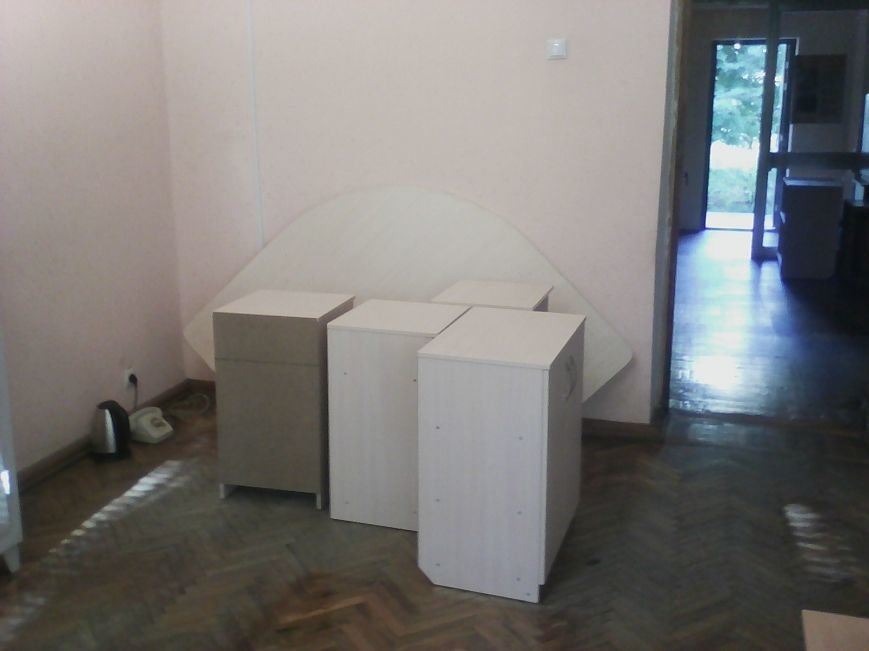 У Новограді-Волинському службу в справах дітей забезпечили новими меблями, фото-3