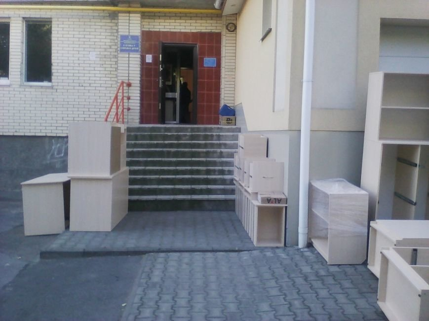 У Новограді-Волинському службу в справах дітей забезпечили новими меблями, фото-1