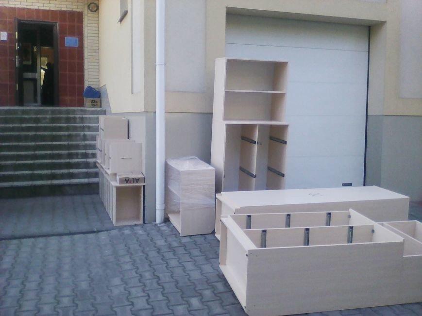 У Новограді-Волинському службу в справах дітей забезпечили новими меблями, фото-2