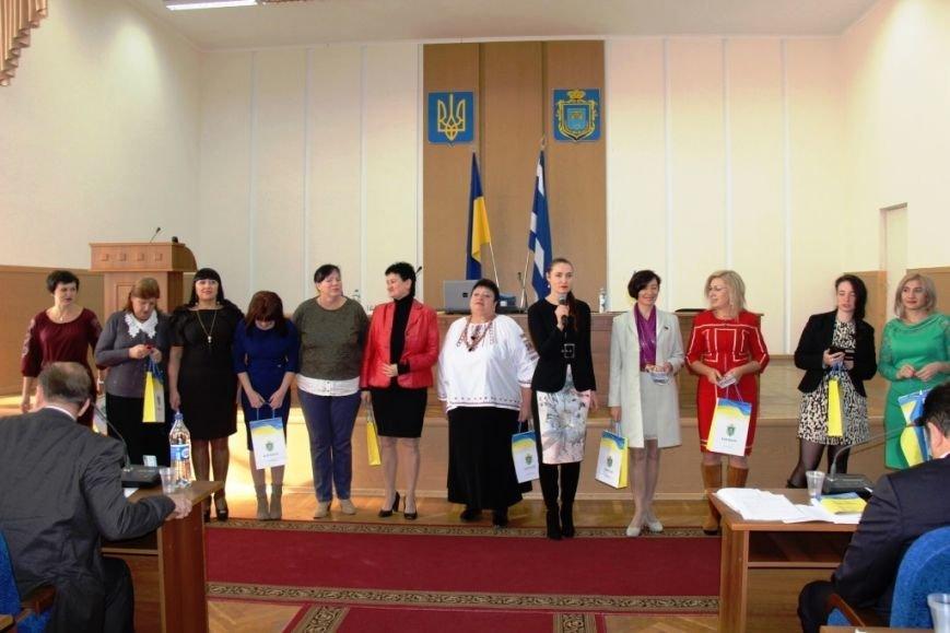 Как в Херсоне женщины-депутаты своих коллег мужчин поздравляли (фоторепортаж), фото-1