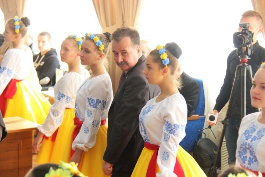 Как в Херсоне женщины-депутаты своих коллег мужчин поздравляли (фоторепортаж), фото-2
