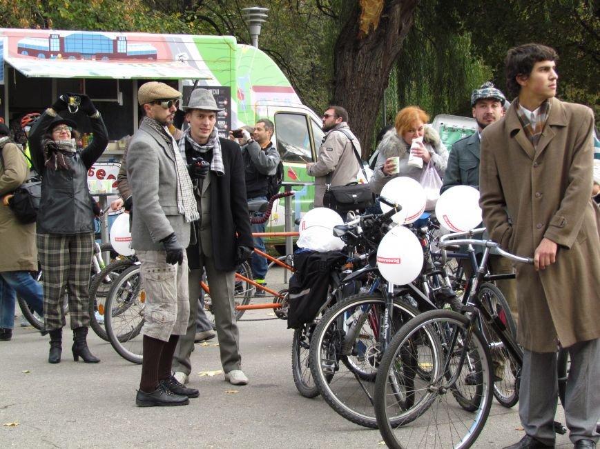 Твид, юбка-макси и кепи: в Харькове прошел костюмированный велопробег (ФОТО), фото-5