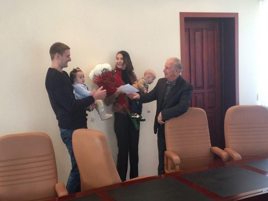 Валерий Хмельнюк поздравил семью, родившую двойню на День города (+фото), фото-2