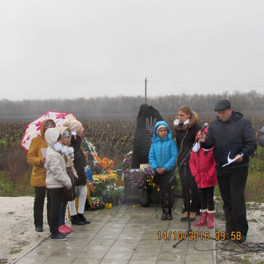 В Добропольском районе прошёл митинг-реквием погибшим воинам ВСУ, фото-1
