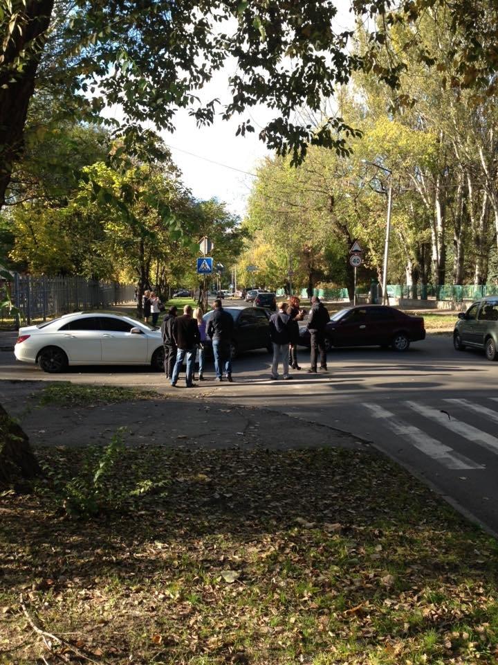 В Запорожье столкнулись три автомобиля, - ФОТО, фото-1