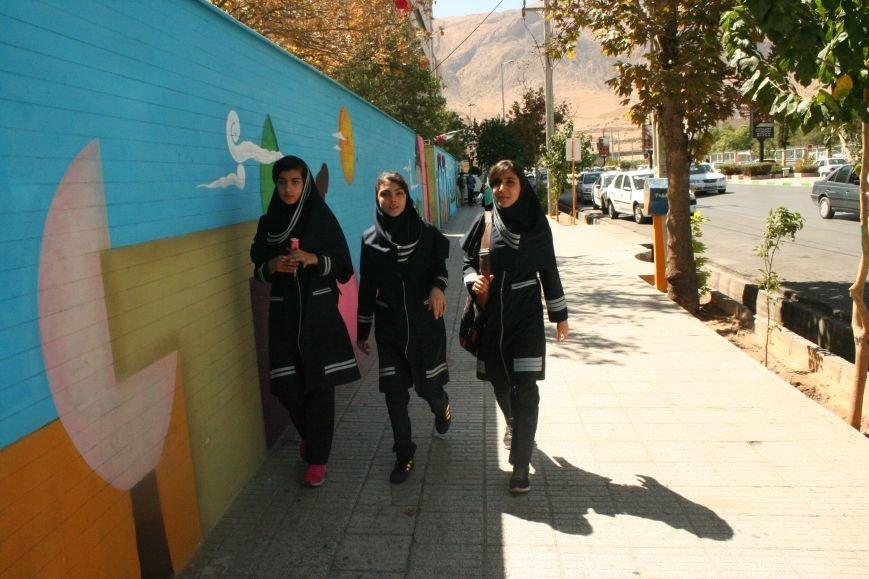 Автостопом по Ирану: о наказаниях плетью, нелегальном гостеприимстве и бараньих мозгах, фото-1