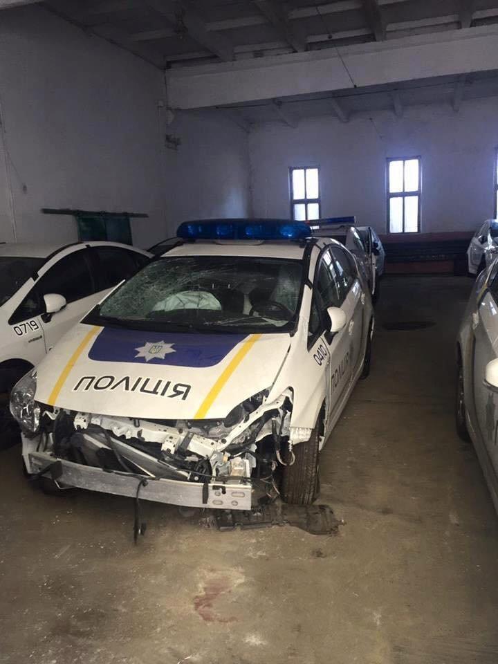 """Тернополянам продемонстрували """"кладовище"""" службових авт, понищених поліцейськими (Фото), фото-3"""