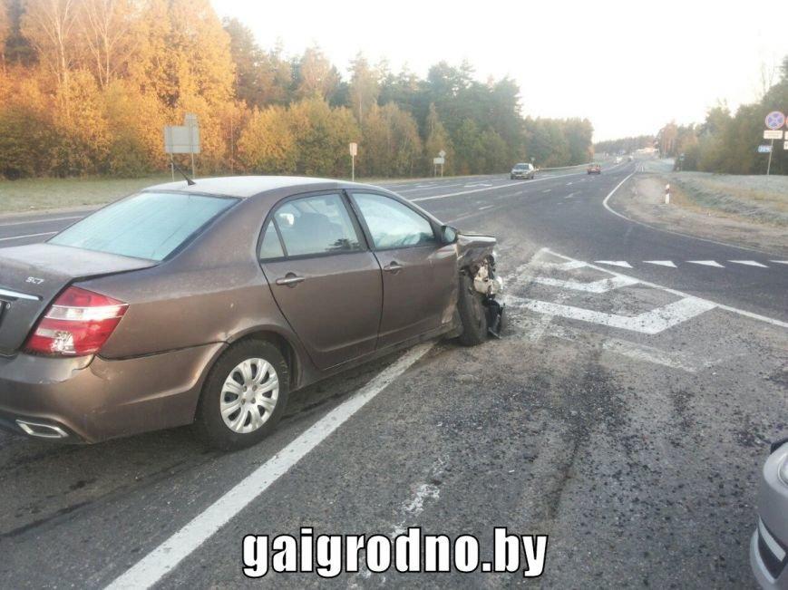 Авария на выезде из Гродно: Мазда ударила Джили в правый бок и вылетела в кювет, фото-2