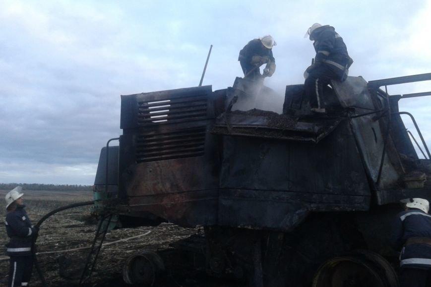 В Харьковской области в поле загорелся комбайн (ФОТО), фото-1