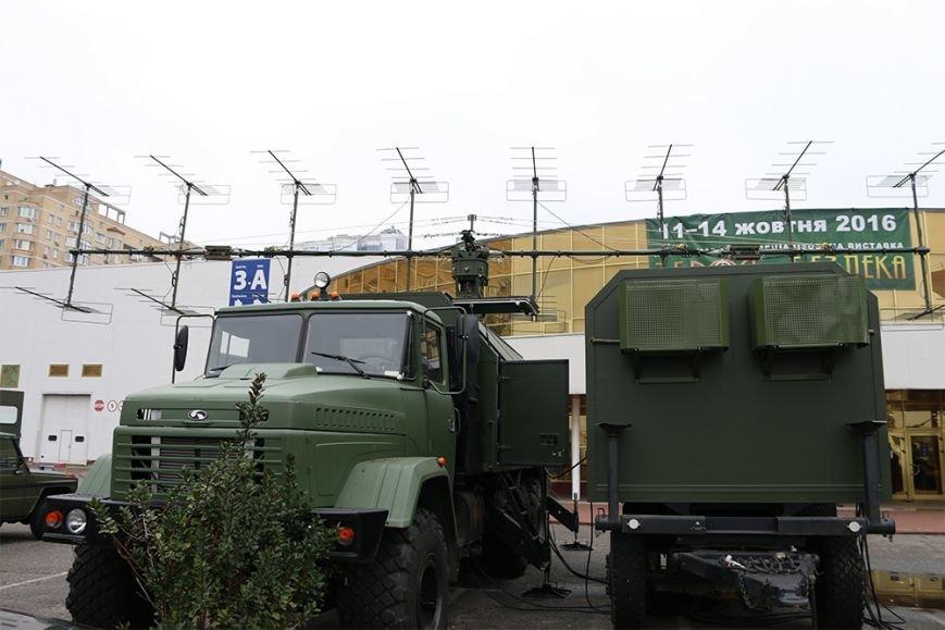 КрАЗ достойно представил свои броневики и вездеходы на выставке «Оружие и безопасность-2016» (ФОТО), фото-13