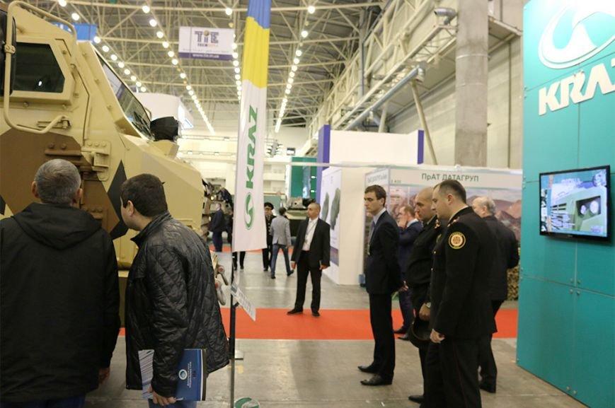 КрАЗ достойно представил свои броневики и вездеходы на выставке «Оружие и безопасность-2016» (ФОТО), фото-1