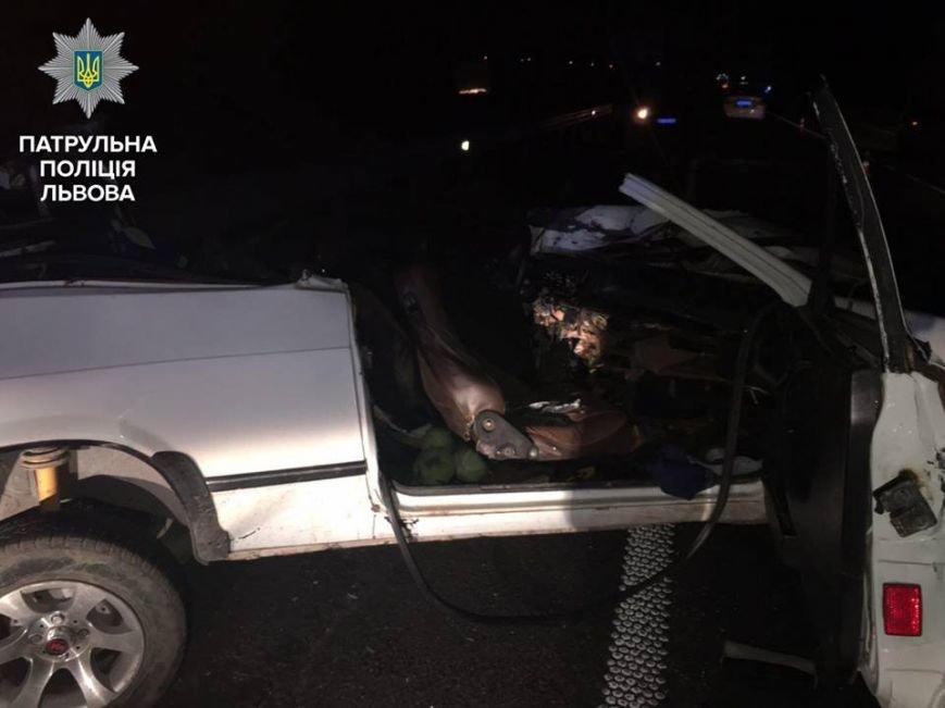 Неподалік Львова загинув унаслідок ДТП водій легковика