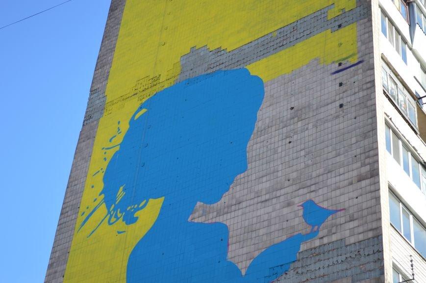 На площади Пушкина в Запорожье почти нарисовали патриотичный мурал, - ФОТО, фото-4