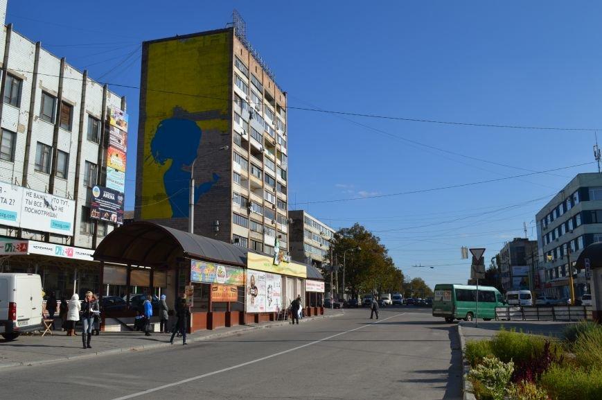На площади Пушкина в Запорожье почти нарисовали патриотичный мурал, - ФОТО, фото-1