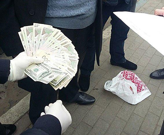 У Львові начальника Держпродспоживслужби затримали під час отримання хабара (ФОТО), фото-2