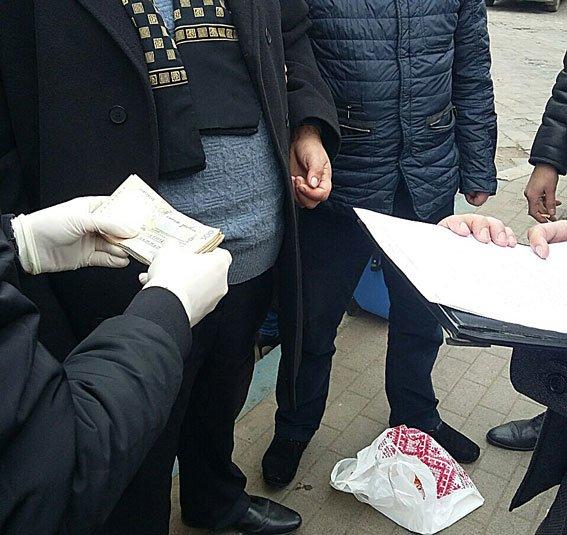 У Львові начальника Держпродспоживслужби затримали під час отримання хабара (ФОТО), фото-1