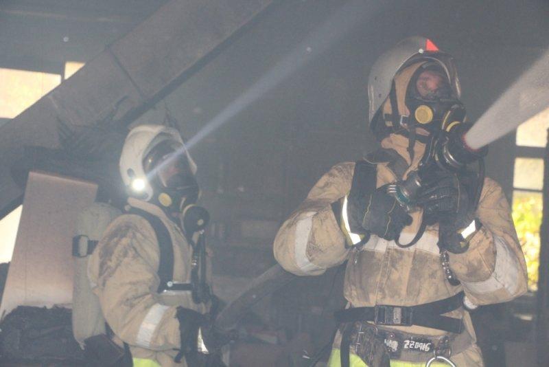 В Симферополе более двух часов тушили пожар на мебельном складе (ФОТО), фото-2