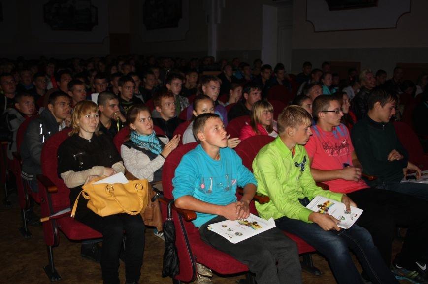 «Странствующий театр» побывал со спектаклями в 15 учебных заведениях Днепропетровщины, фото-5