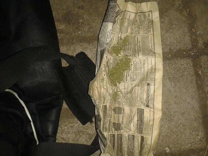 Полицейские продолжают находить у местных жителей наркотики, фото-1
