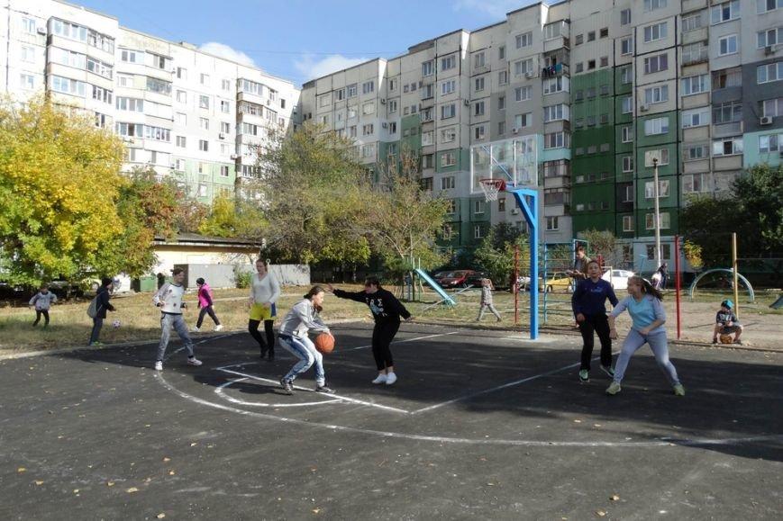В Симферополе открыли последнюю из пяти запланированных площадок для уличного баскетбола (ФОТО), фото-1