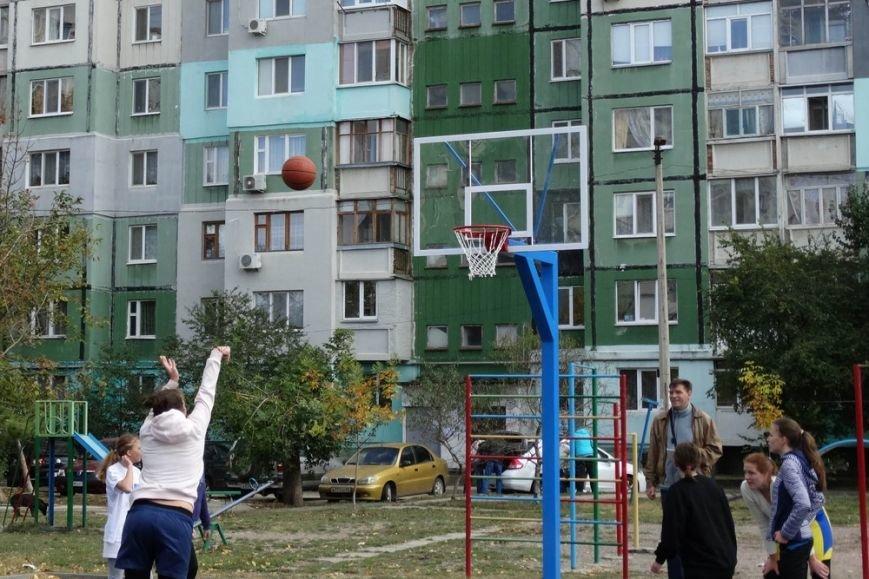 В Симферополе открыли последнюю из пяти запланированных площадок для уличного баскетбола (ФОТО), фото-2